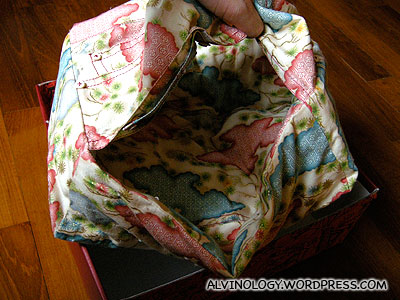 Detachable/reversible kimono bag
