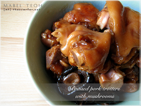 Braised pork trotter with mushrooms