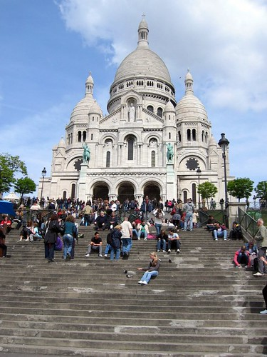 Crowd at the Sacre Coeur.