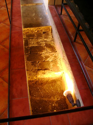 The floor, showing the first portion belonging to the prehispanic era, then the Hispanic and later the American colonial