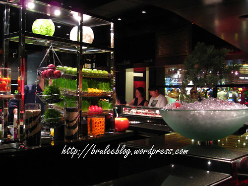 The other side of the LAtelier de Joël Robuchon kitchen