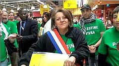 «Militants antisionistes », vêtus de t-shirts verts, ils étaient samedi au Carrefour de Montigny (95) pour appeler au boycott des produits israéliens