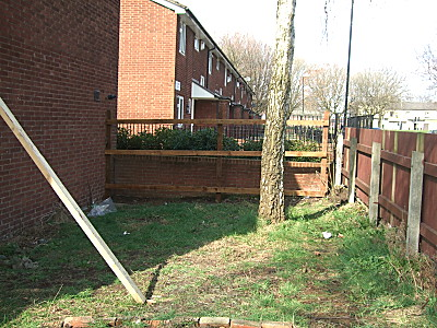 half built fence. You can see the height of thewall behind the fence relative to the fence, here. Daft, int it?