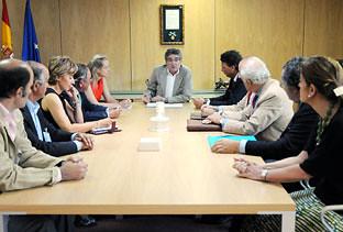 Luis Pizarro consejero de Gobernacion reunido con la Mesa del Toro apoyando la tortura de animales en Andalucía