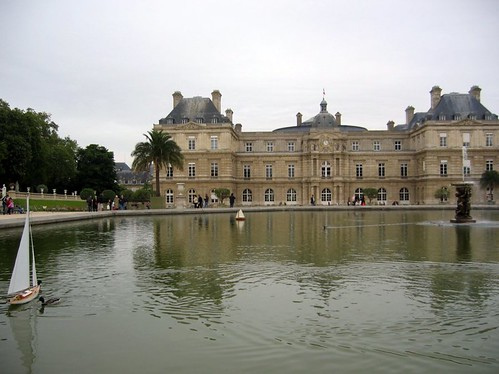 Boats in the Jardin du Luxembourg fountain.