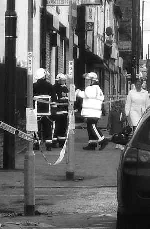 the last shot, as i walked home, and looked back: three firemen having a chat, and a passerby with a child, almost oblivious to it all.