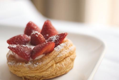 Hojaldre con fresas y crema de mascarpone