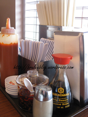 Pho Hoan Pasteur - condiments