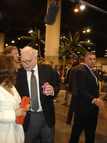 Warren Buffett à lAG de Berkshire Hathaway (c) TEDizen