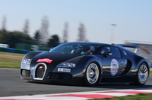 Bugatti Veyron by Martin  Vincent.