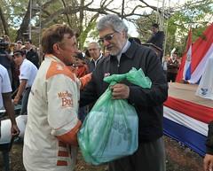 Fernando Lugo entrega semillas a productores d...