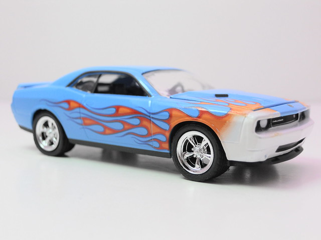 greenlight muscle car garage up in flames 2009 dodge challenger rt (2)