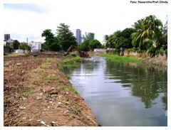 Limpeza do Canal Fragoso - Foto: Passarinho/Pref.Olinda