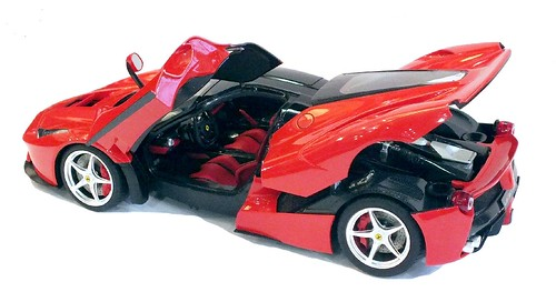 Tamiya Ferrari La Ferrari 1-24 (1)