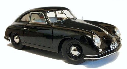 AutoArt Porsche 356 3-4 ant (1)