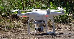 """Die Drohne. Die Drohnen. Oder: Der Quadrocopter. Die Quadrocopter. Quadro steht für die 4 Rotoren. Es gibt auch Multicopter. • <a style=""""font-size:0.8em;"""" href=""""http://www.flickr.com/photos/42554185@N00/32562383594/"""" target=""""_blank"""">View on Flickr</a>"""
