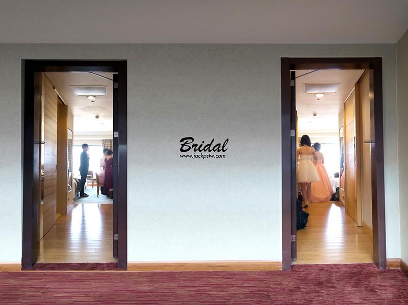 DSC_7205door_door_logo