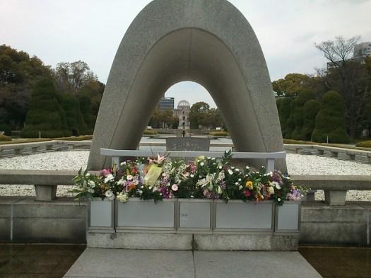 広島平和記念公園 慰霊碑