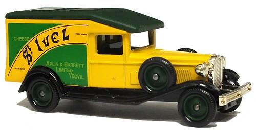 Lledo Packard 1932 van (1)