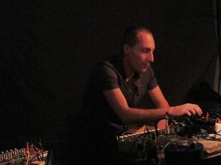 Oren Ambarchi presents 'Knots' @ Cafe Oto 12/0...