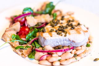 Grilled tuna, panzanella and cannellini beans