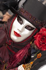 A masked face in the crowd (IMG_3789)