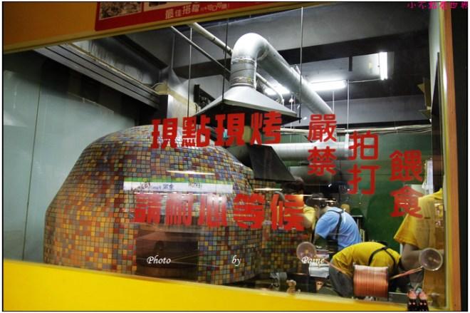 中壢中原monkey in rain pizza (13).JPG