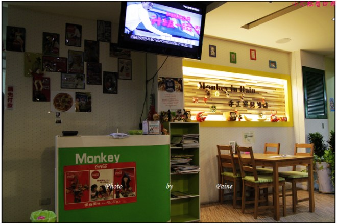 中壢中原monkey in rain pizza (7).JPG