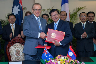 Former Foreign Minister Bob Carr visits Laos