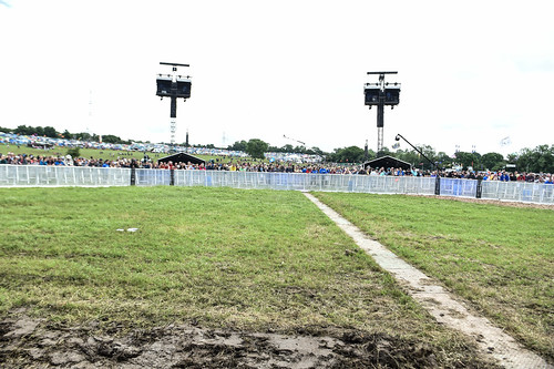 waiting for the pyramid stage to open Glastonbury Festival 2016-Sara Bowrey2