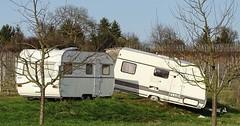"""Der Wohnwagen. Die Wohnwägen. Oder: Der Campinganhänger. Die Campinganhänger. Einen Wohnwagen kann man an ein Auto hängen. • <a style=""""font-size:0.8em;"""" href=""""http://www.flickr.com/photos/42554185@N00/33324874212/"""" target=""""_blank"""">View on Flickr</a>"""