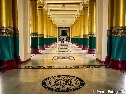 Entrange to the Shwedagon Pagoda