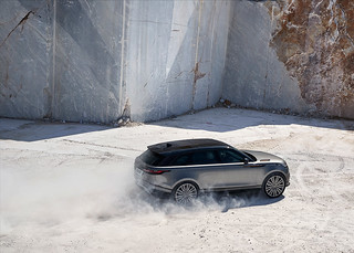 RR_Velar_18MY_372_GLHD_PR_Location_Dynamic_010317