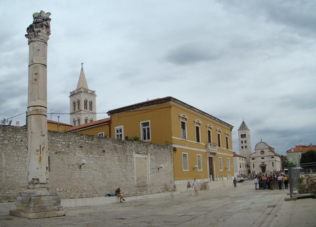Columna romana en Foro romano Zadar Croacia 29