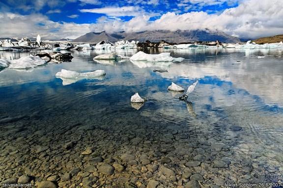 mirror lake landscapes, Jökulsárlón Iceland