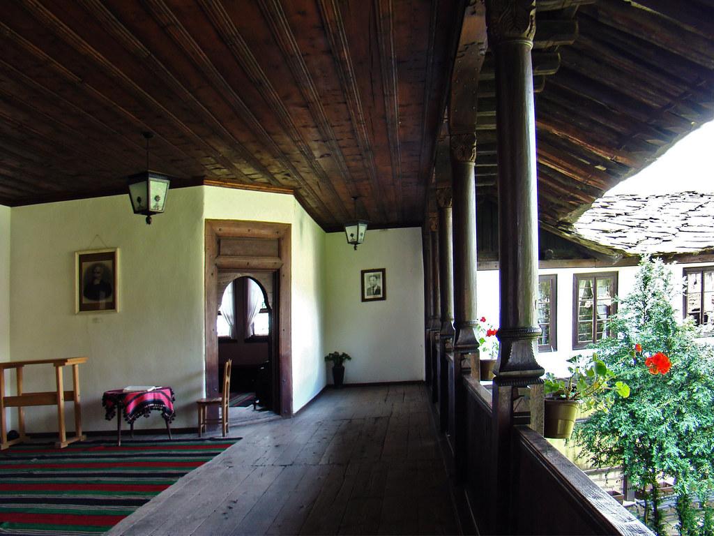 Tryavna balcon terraza interior casa museo Daskalov Bulgaria