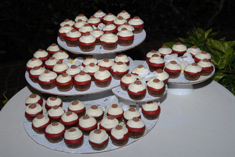 6 creative ways to display your wedding cupcakes | Offbeat Bride