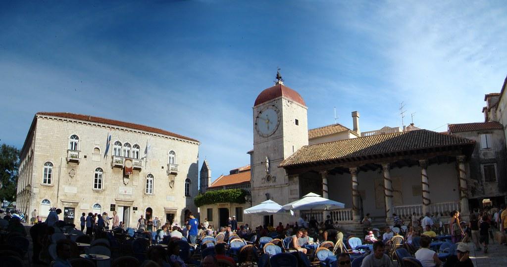 Palacio Municipal de los Rectores Torre del reloj Plaza de San Juan Pablo II Trogir Croacia