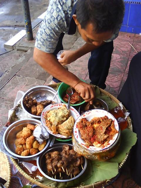 sarapan nasi jamblang yang terkenal itu