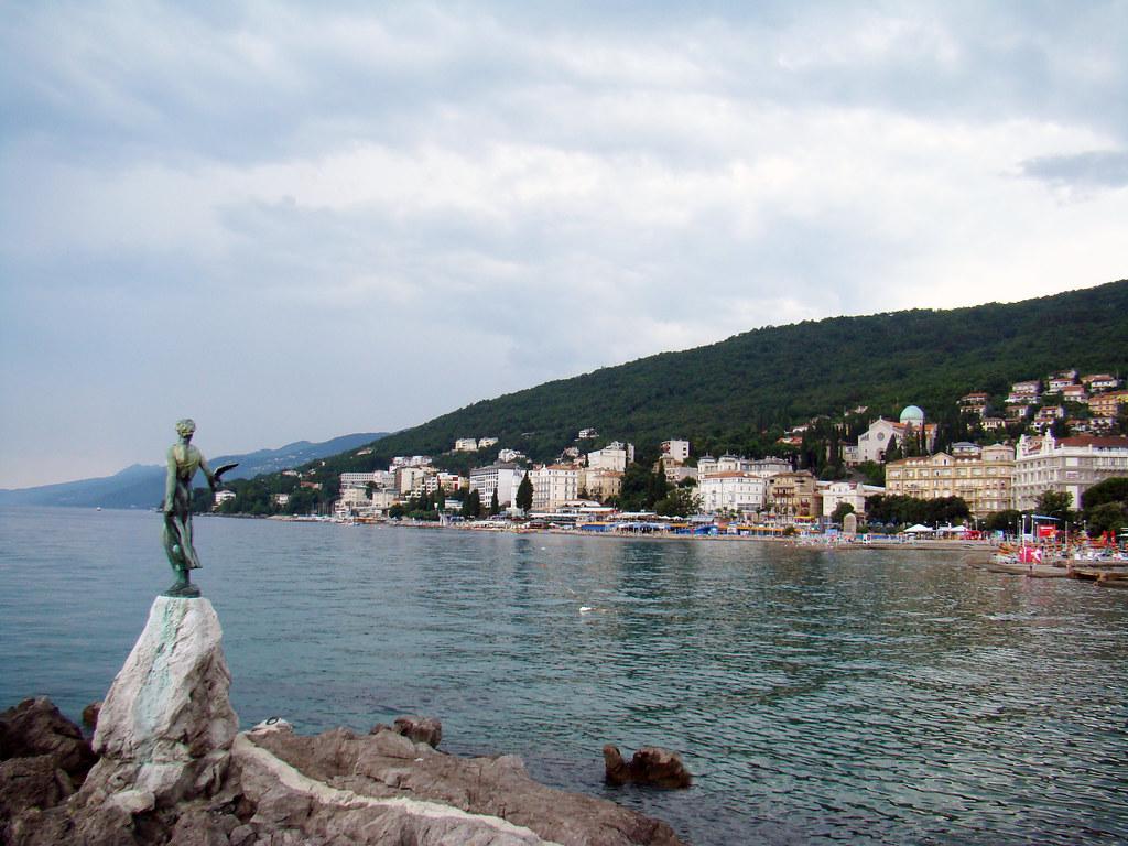 Monumento a la Madonna Opatija Croacia 17