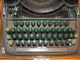 Roberto's Smith Corona Clipper Portable Manual Typewriter - keyboard
