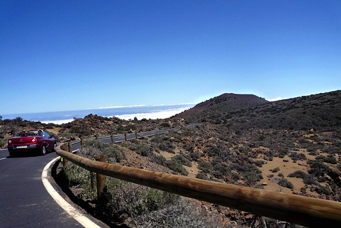 Driving into the Sea of Clouds (Tenerife, 2007) - Photo : Gilderic