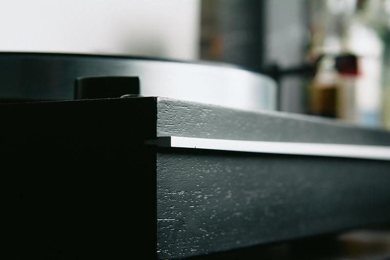 Thorens TD166 - Close-up case