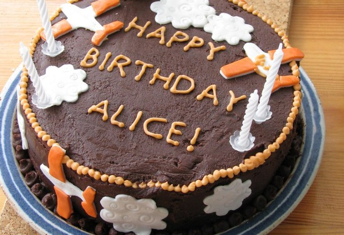 Alices Birthday Cake I Really Find Large Cakes Hard To Get Flickr