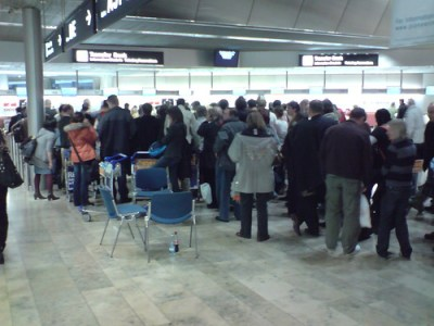 Transfer desk line at Zürich airport. We stood here for 4 hours.
