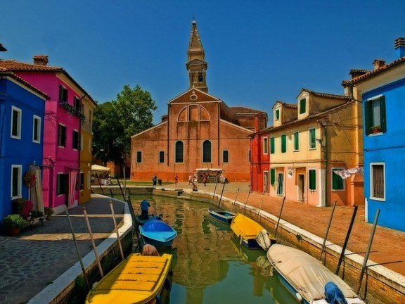 things to do in Burano Island, leaning tower