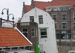 Ese edificio que se agacha