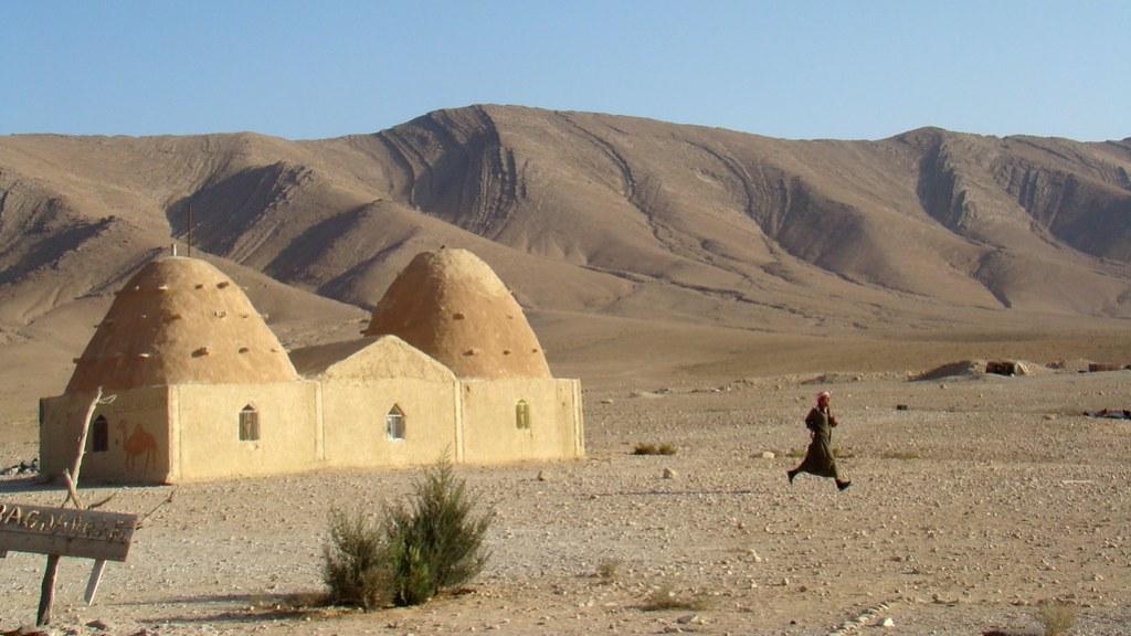 Siria Desierto montañas y casa de adobe 58