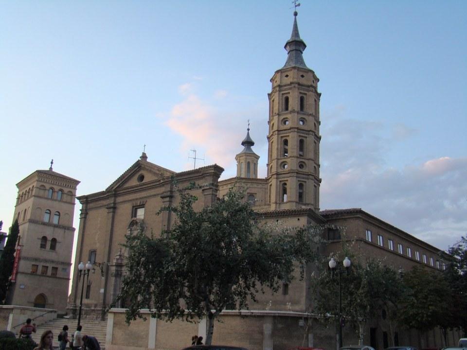 Zaragoza Iglesia San Juan de los Panetes y Torreon de la Zuda 02