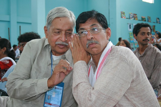 The two stalwarts, Kiranji and Singhsaab, confabulating